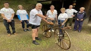 Tour des Wheelwrights visit to Wheelwright Peter Thompson